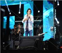 صور  محمد منير يشعل حفل «القاهرة الجديدة» بأغاني ألبومه الجديد