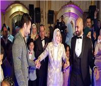 حمادة هلال يجبر بخاطر فتاة ليلة زفافها