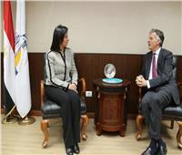 مايا مرسي تستقبل السفير البريطاني بالقاهرة لبحث سبل التعاون بين الجانبين