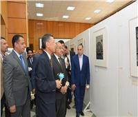 رئيس جامعة أسيوط يفتتح معرض «توهوكو بعيون مصورين يابانيين»