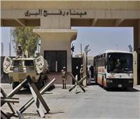 الفوج الأول للمعتمرين الفلسطينيين يعبر من خلال بوابة رفح