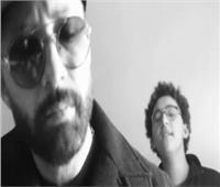 أحمد فهمي يقدم نجله عمر للجمهور من خلال أغنية «believer»