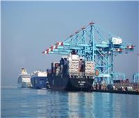 نشاط في حركة السفن والبضائع والشاحنات بميناء الإسكندرية