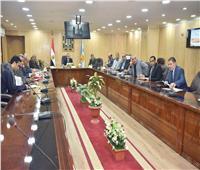 محافظ أسيوط يلتقي أعضاء مجلس النواب لمناقشة تطوير مراكز الشباب