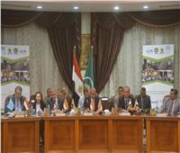 محافظ المنيا يناقش المشاريع المقترحة للافتتاح في العيد القومي