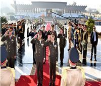 الرئيس ينيب وزير الدفاع لوضع إكليل الزهور على نصب شهداء القوات المسلحة التذكاري