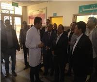 صور| وزيرا التنمية المحلية والشباب يتفقدان مستشفى أسوان التخصصي