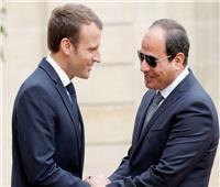 الرئيس السيسي يتلقي التهنئة من ماكرون بمناسبة نجاح القمة العربية الأوروبية الأولى