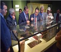 رئيس جامعة سوهاج وسفير كازاخستان يزوران متحف الآثار القومي
