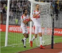 صورة| لاعبو الزمالك يهدون الفوز على جورماهيا لـ«بوطيب وفتحي»