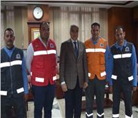 محافظ المنيا يكرم «مسعفين»عثرا على 96 ألف جنية في حادث بالطريق الصحراوي