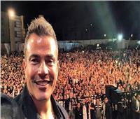شاهد.. عمرو دياب يستعد لحفل دبي بفيديو «باين حبيت»
