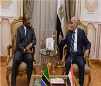 «العصار» يناقش سبل التعاون المشترك مع وزير الدفاع التنزاني