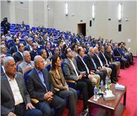 مدبولي يطالب المستثمرين بإعداد خطة واضحة لتنمية محور قناة السويس
