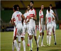 مسئولو الزمالك يؤازرون الفريق أثناء المران في ملعب 5 يوليو بالجزائر