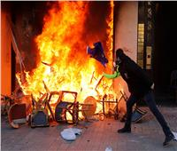 صور| «السترات الصفر» يحرقون باريس.. وماكرون يصفهم بـ«المجرمين»