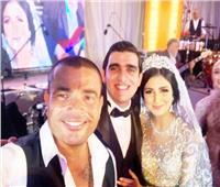 صور| عمرو دياب يُشعل زفاف «إسلام ورحمة»