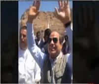 فيديو| الرئيس السيسي يصافح أهالي أسوان
