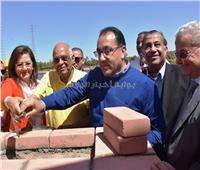 رئيس الوزراء يضع حجر الأساس لمشروع محور وكوبرى دراو الجديد