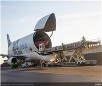 صور| طائرة «الحوت الأبيض» تنجح في أول رحلة شحن