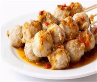 طبق اليوم .. «شيش كرات الدجاج بالصوص الحار»
