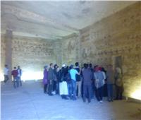 وفد سياحي من 3 دول يزور آثار تل العمارنة بالمنيا