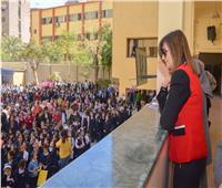 صور| وزيرة الهجرة  تُهنئ مُعلمتها «سير بولين» بعيد الأم