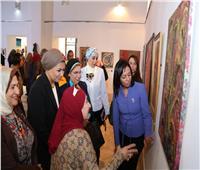 «بعيونهن» للفنون التشكيلية يكرم مايا مرسي