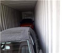 صور| جمارك شرق بورسعيد تحبط محاولة تهريب سيارتين مسروقتين من الإمارات
