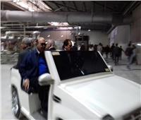 بالصور  مهاب مميش في جولة داخل أحد مصانع منطقة قناة السويس الاقتصادية