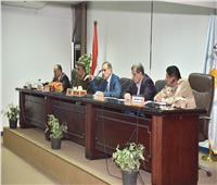 محافظ أسيوط يعقد اجتماعا تنسيقيًا لمناقشة استعدادات الاحتفال بالعيد القومي