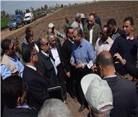 «أبو ستيت» ومحافظ بني سويف يفتتحان موسم زراعة القطن بمحطة بحوث سدس