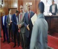 وزير القوى العاملة يوزع 100 شهادة أمان فى البحر الأحمر