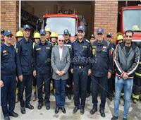 محافظ بورسعيد يكافئ العاملين بمبنى الحماية المدنية