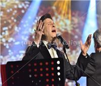 صور| هاني شاكر يتألق بـ«دستة» أغاني للعندليب بحفله الأول في السعودية