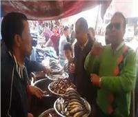 رئيس مدينة «قويسنا» يقود حملة تفتيشية على محال الأسماك