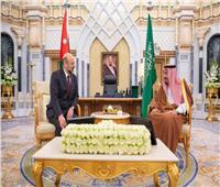خادم الحرمين يبحث مع رئيس وزراء الأردن تطورات الأحداث في المنطقة