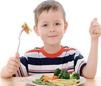 استشاري أطفال يُحذر من تناول الأطفال هذه الأطعمة