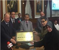 صور| محافظ القاهرة يكرم أسر شهداء الشرطة والجيش