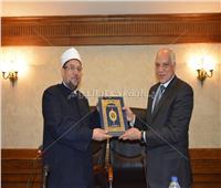 صور| وزير الأوقاف ومحافظ الجيزة يلتقون بقيادات الدعوة بالمحافظة