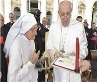 بابا الفاتيكان يكرم راهبة إيطالية خدمت في إفريقيا منذ 60 عامًا