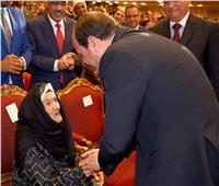 فيديو| «الحاجة فهيمة» تكشف عما دار بينها وبين الرئيس السيسي أثناء تكريمها