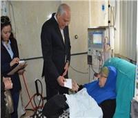 محافظ الجيزة يقدم مساعدات مالية إلي 60 مريضا  بمستشفى إمبابة