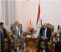 صور..رئيس جامعة القاهرة يصل إلى محافظة الجيزة للتهنئة بالعيد القومي