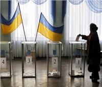 بدء التصويت بانتخابات الرئاسة بأوكرانيا وممثل كوميدي الأوفر حظا