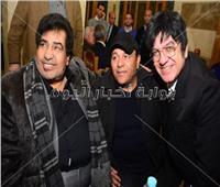 صور| عدوية ومحمد فؤاد وحكيم في عزاء علاء الغول