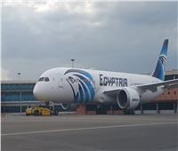 طائرة مصر للطيران «الدريم لاينر» تغادر إلى الكويت