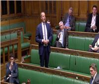 نشطاء شبه عراة يثيرون ضجة في البرلمان البريطاني أثناء مناقشة الخروج