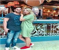 محمد رشاد ينشر صورة مع زوجته بشهر العسل في دبي