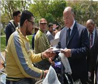 محافظ القاهرة يُسلم 35 «دراجة بخارية» لذوي الاحتياجات الخاصة